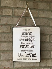 Personalized hanging quote board